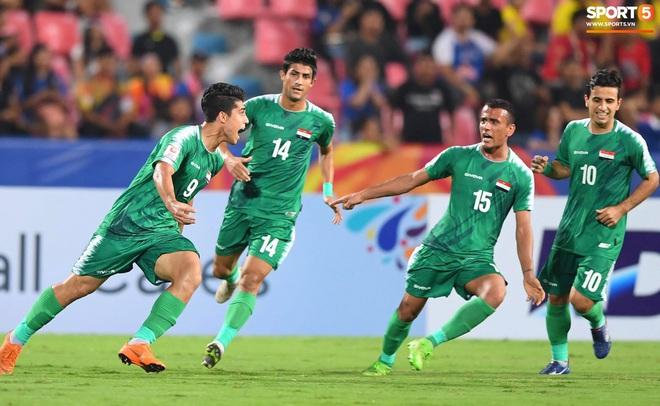 HLV trưởng U23 Iraq trách trọng tài xem VAR quá nhanh rồi ra quyết định có lợi cho Thái Lan - ảnh 7