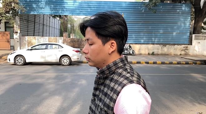 Khoa Pug bất ngờ trở lại sau tuyên bố nghỉ Tết: chất lượng clip tốt hơn hẳn, gây chú ý nhất là hành động mang đồ ăn cho người vô gia cư ở Ấn Độ - Ảnh 2.