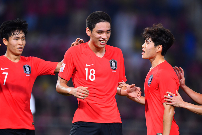 Hàn Quốc 2-1 Uzbekistan: Đương kim vô địch U23 châu Á hút chết dù Hàn Quốc cất nguyên dàn hot boy trên ghế dự bị - Ảnh 3.