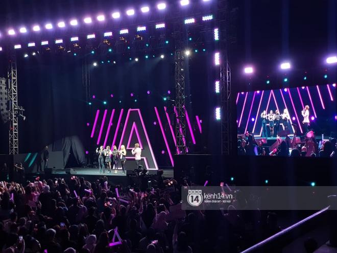 Nhìn lại Awesome Live: Buổi fan meeting sôi động đầu tiên của BLACKPINK trong năm 2020 - ảnh 1