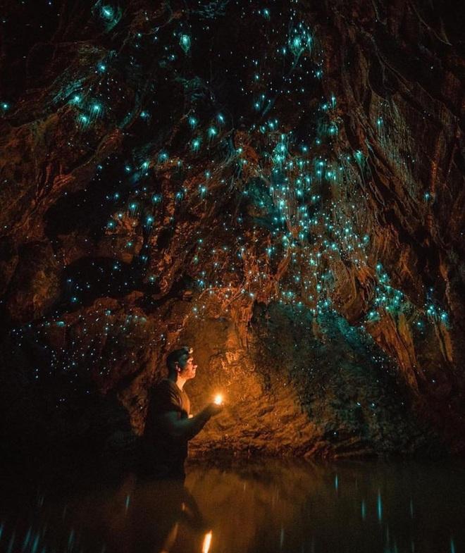 """Tận mắt chiêm ngưỡng """"dải ngân hà dưới lòng đất"""" có thật trên thế giới, tìm ra nguyên nhân các đốm sáng lung linh ai cũng bất ngờ - Ảnh 3."""