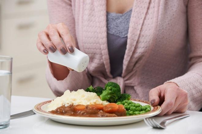 Người bị suy thận nên chú ý 3 điều trong khi ăn uống để hỗ trợ bệnh điều trị nhanh hơn - ảnh 3