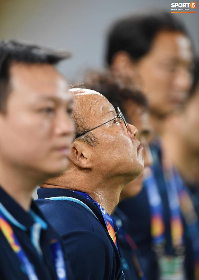 Khoảnh khắc đáng buồn nhất VCK U23 châu Á 2020: Đình Trọng nhận thẻ đỏ, U23 Việt Nam mất hết sau trận đấu với CHDCND Triều Tiến - ảnh 6