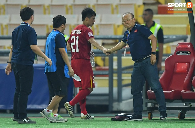 Khoảnh khắc đáng buồn nhất VCK U23 châu Á 2020: Đình Trọng nhận thẻ đỏ, U23 Việt Nam mất hết sau trận đấu với CHDCND Triều Tiến - ảnh 3