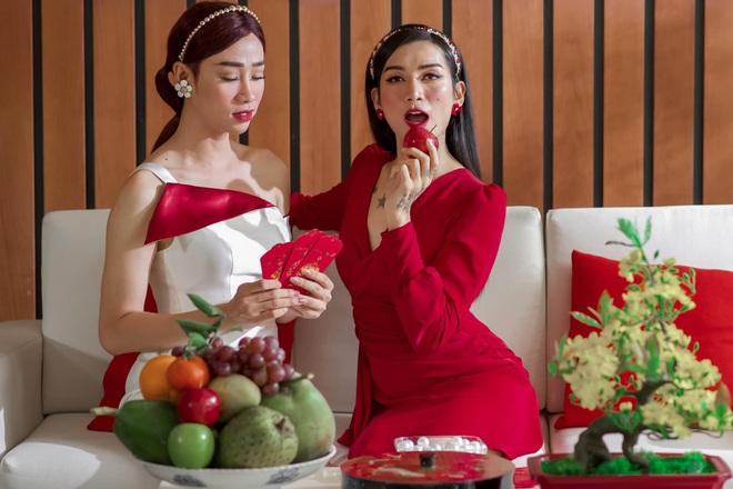 Chị em Sò Lụa BB Trần và Hải Triều gây sốt với bộ ảnh giả gái đón Tết: Vừa duyên dáng vừa nuột kém chị em nào đâu! - ảnh 3