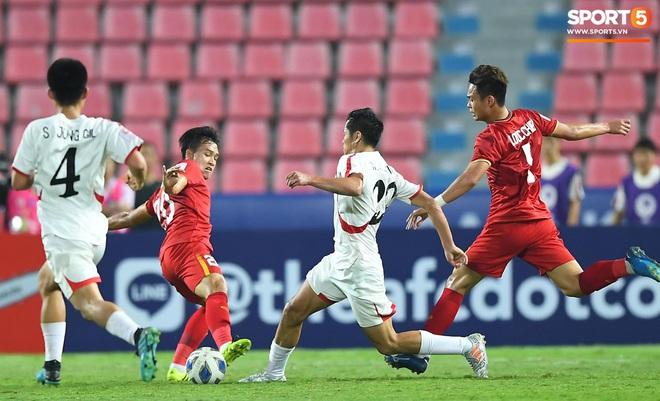 Khoảnh khắc đáng buồn nhất VCK U23 châu Á 2020: Đình Trọng nhận thẻ đỏ, U23 Việt Nam mất hết sau trận đấu với CHDCND Triều Tiến - ảnh 10