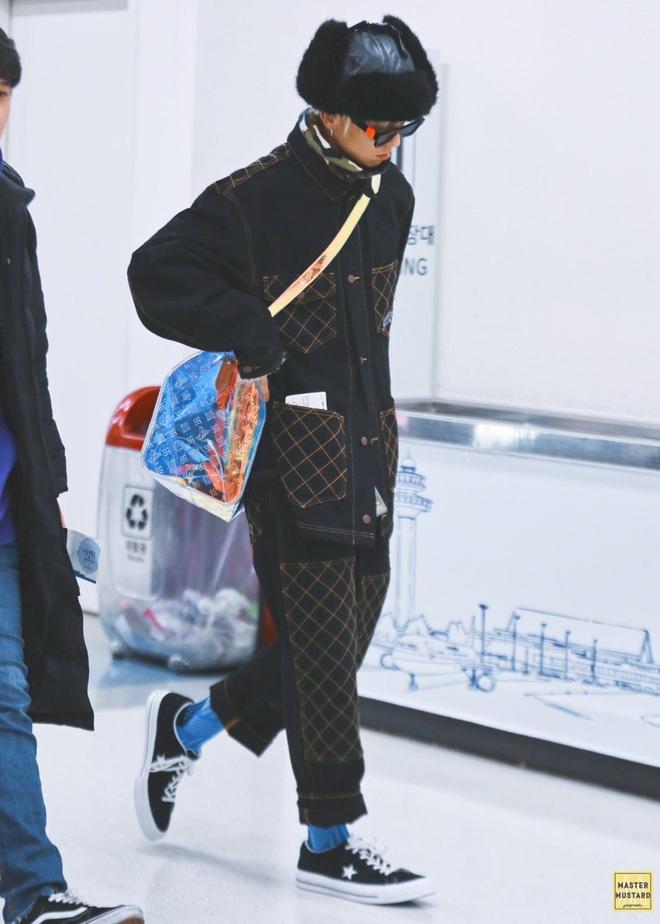 Mino bê nguyên vườn hướng dương ra sân bay, ăn vận như thể muốn nói: Anh là bà ngoại của các fan! - ảnh 2