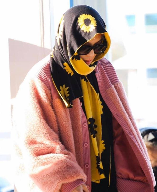 Mino bê nguyên vườn hướng dương ra sân bay, ăn vận như thể muốn nói: Anh là bà ngoại của các fan! - ảnh 7