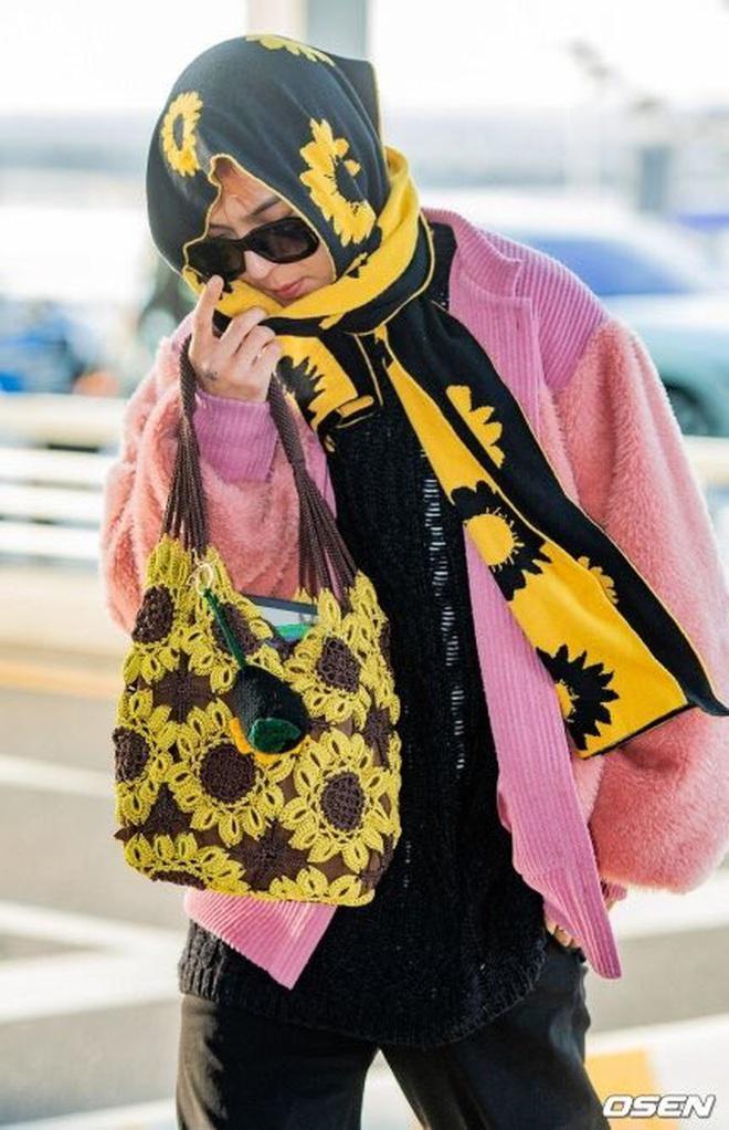 Mino bê nguyên vườn hướng dương ra sân bay, ăn vận như thể muốn nói: Anh là bà ngoại của các fan! - ảnh 9