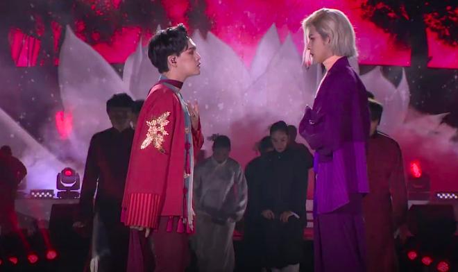 Bị chỉ trích diễn phản cảm, Nguyễn Trần Trung Quân lên tiếng: Thần tượng Kpop cởi áo được hò reo tại sao nghệ sĩ Việt bị chê trách? - ảnh 2