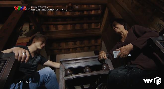 Em gái Quỳnh Búp Bê lộ bản chất thích của quen, ra sức mồi chài trai của chị ở Cô Gái Nhà Người Ta tập 2 - ảnh 2