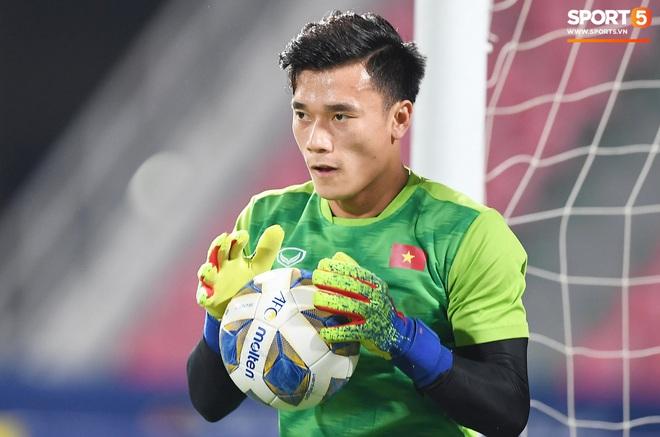 Không chỉ có bạn gái tin đồn của Quang Hải, khán đài trận U23 Việt Nam vs CHDCND Triều Tiên còn có nhiều bóng hổng khác khiến dân tình chao đảo - ảnh 12