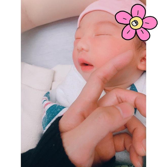 Thành viên NU'EST gây ngỡ ngàng khi khoe con mới sinh, nhưng phản ứng của netizen liệu có quá phũ? - ảnh 2