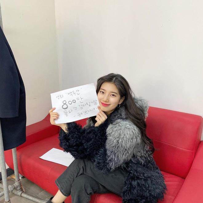 Tiết lộ nguyên nhân Suzy khoe bụng bầu vượt mặt: Hóa ra đã được chính chủ hé lộ ở chính bức ảnh ngay cạnh - ảnh 4