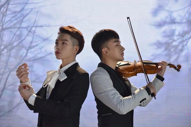Đức Phúc hát đầy cảm xúc, Hoàng Rob kéo violin ngất lịm, lại thêm Bình An đẹp trai ngời ngời - quá đủ cho một sản phẩm cận Tết! - ảnh 6