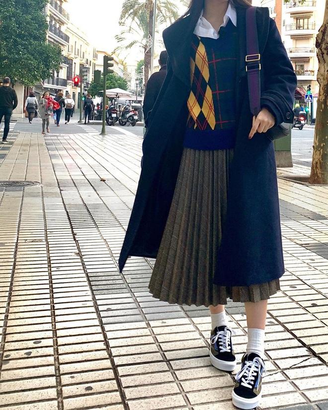 Từ câu chuyện ăn mặc của Joy cho thấy: Mặc đẹp đã khó, mặc để cho netizen Hàn thấy là đẹp còn khó hơn! - ảnh 12