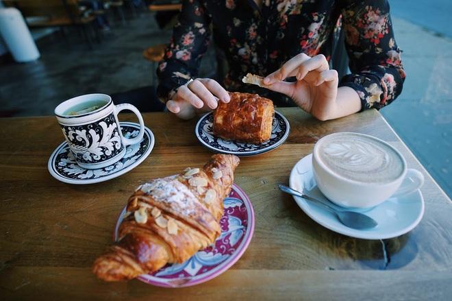 5 nhóm người nên cẩn trọng khi uống cà phê để tránh gặp rắc rối tới sức khoẻ - ảnh 1
