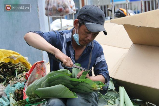 Giá thịt heo tăng cao, chợ lá dong ở Sài Gòn đìu hiu vì sức mua giảm 40%, tiểu thương mắc võng ngủ giữa ban ngày - ảnh 11