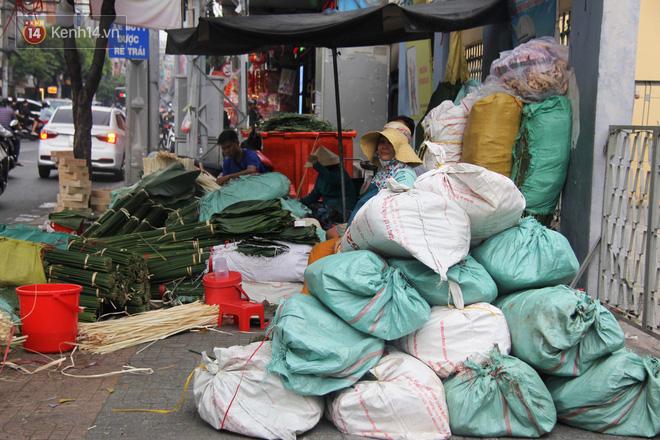 Giá thịt heo tăng cao, chợ lá dong ở Sài Gòn đìu hiu vì sức mua giảm 40%, tiểu thương mắc võng ngủ giữa ban ngày - ảnh 2