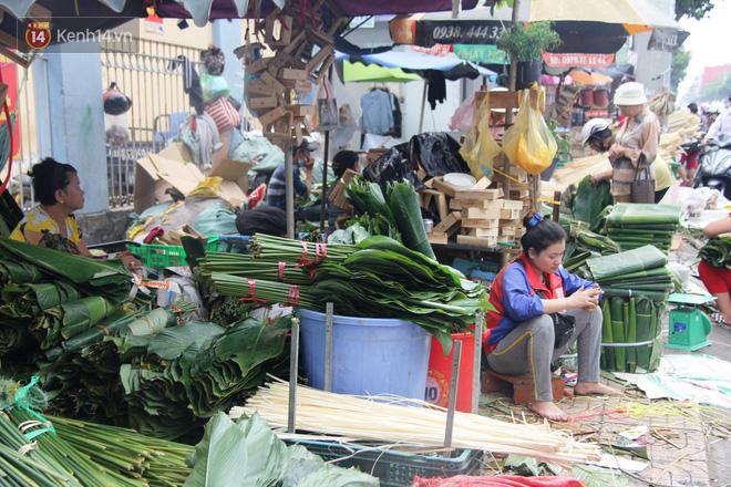 Giá thịt heo tăng cao, chợ lá dong ở Sài Gòn đìu hiu vì sức mua giảm 40%, tiểu thương mắc võng ngủ giữa ban ngày - ảnh 5