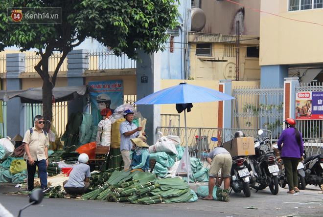 Giá thịt heo tăng cao, chợ lá dong ở Sài Gòn đìu hiu vì sức mua giảm 40%, tiểu thương mắc võng ngủ giữa ban ngày - ảnh 10
