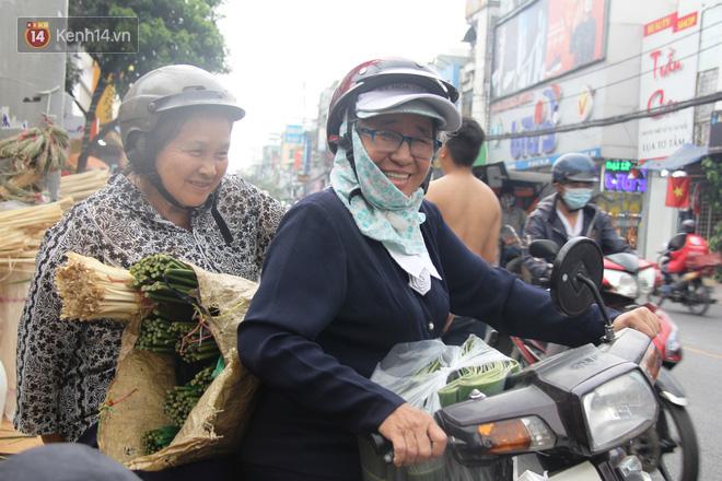 Giá thịt heo tăng cao, chợ lá dong ở Sài Gòn đìu hiu vì sức mua giảm 40%, tiểu thương mắc võng ngủ giữa ban ngày - ảnh 7