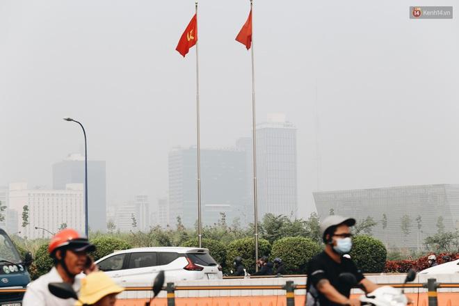 Toà nhà cao nhất Việt Nam mờ ảo trong bụi mù, Sài Gòn tiếp tục bị ô nhiễm nặng những ngày giáp Tết - ảnh 10