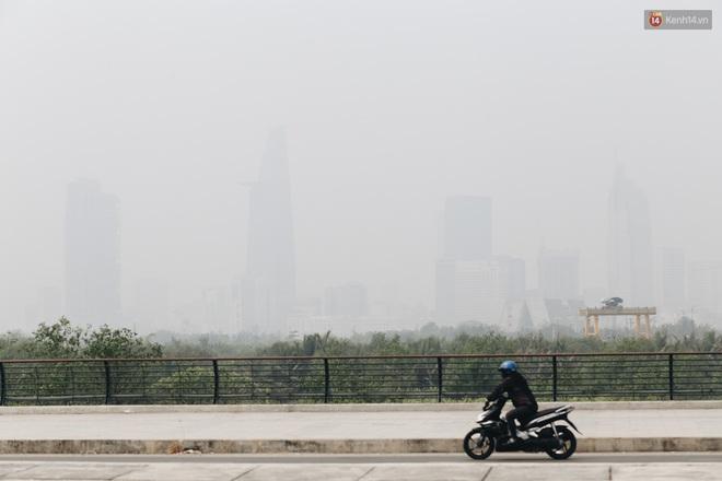 Toà nhà cao nhất Việt Nam mờ ảo trong bụi mù, Sài Gòn tiếp tục bị ô nhiễm nặng những ngày giáp Tết - ảnh 6