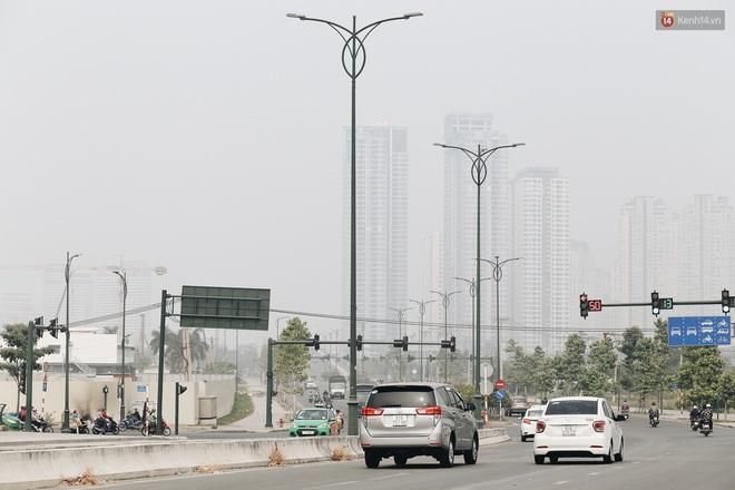 Toà nhà cao nhất Việt Nam mờ ảo trong bụi mù, Sài Gòn tiếp tục bị ô nhiễm nặng những ngày giáp Tết - ảnh 19