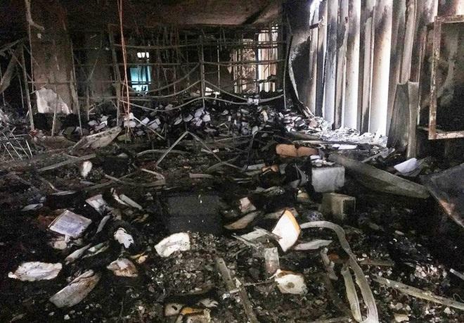 Hiện trường vụ cháy tòa nhà dầu khí Thanh Hóa khiến 2 người chết, 13 người bị thương - ảnh 1
