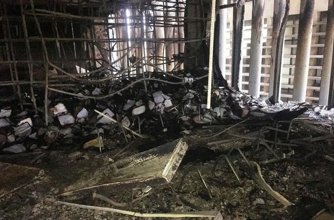 Hiện trường vụ cháy tòa nhà dầu khí Thanh Hóa khiến 2 người chết, 13 người bị thương - ảnh 11