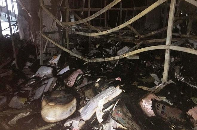 Hiện trường vụ cháy tòa nhà dầu khí Thanh Hóa khiến 2 người chết, 13 người bị thương - ảnh 12