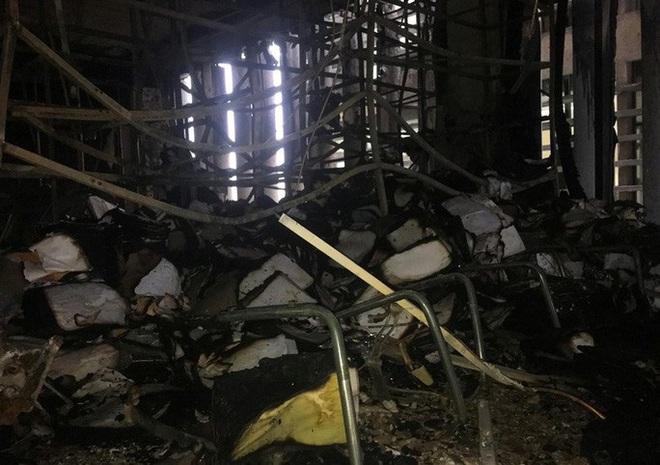 Hiện trường vụ cháy tòa nhà dầu khí Thanh Hóa khiến 2 người chết, 13 người bị thương - ảnh 15