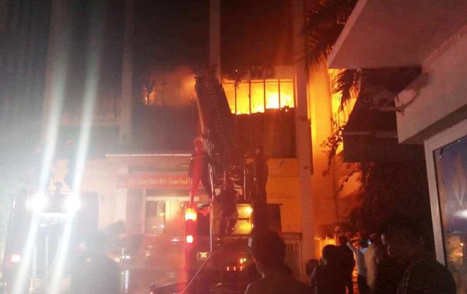 Hiện trường vụ cháy tòa nhà dầu khí Thanh Hóa khiến 2 người chết, 13 người bị thương - ảnh 3