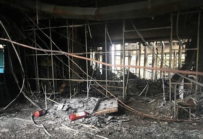 Hiện trường vụ cháy tòa nhà dầu khí Thanh Hóa khiến 2 người chết, 13 người bị thương - ảnh 10