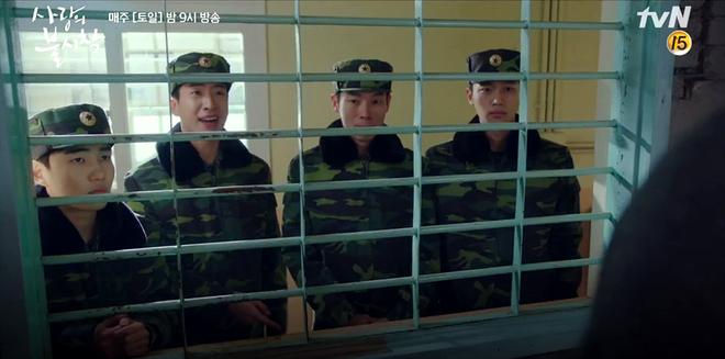 3 khoảnh khắc cười ná thở ở tập 9 Crash Landing on You: Những bà dì hàng xóm khen ngoại hình Hyun Bin là cả một cuộc cách mạng! - ảnh 4