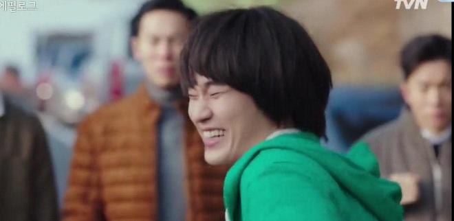 CỰC HOT: Cụ giáo Kim Soo Hyun chính thức tái xuất, hóa điệp viên giả ngốc trong tập 10 Crash Landing on You! - ảnh 3
