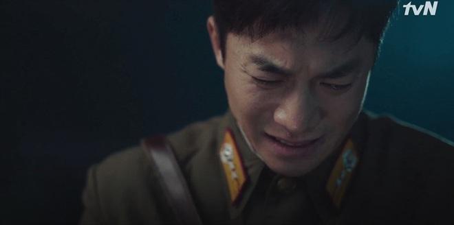 Nghe tin Son Ye Jin bị dọa giết, Hyun Bin bỏ việc chạy luôn sang Hàn Quốc đoàn tụ crush ở tập 10 Crash Landing on You - ảnh 11