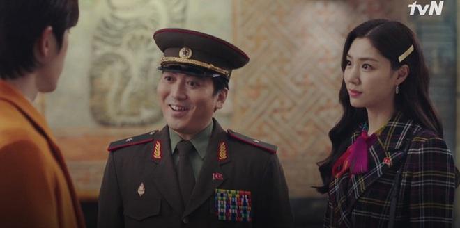 Nghe tin Son Ye Jin bị dọa giết, Hyun Bin bỏ việc chạy luôn sang Hàn Quốc đoàn tụ crush ở tập 10 Crash Landing on You - ảnh 14