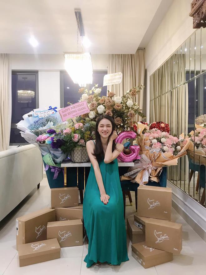 Chơi lớn như Hương Giang ngày cận Tết Nguyên Đán: Mạnh tay mua nhà view toàn thành phố tặng sinh nhật mẹ - ảnh 3