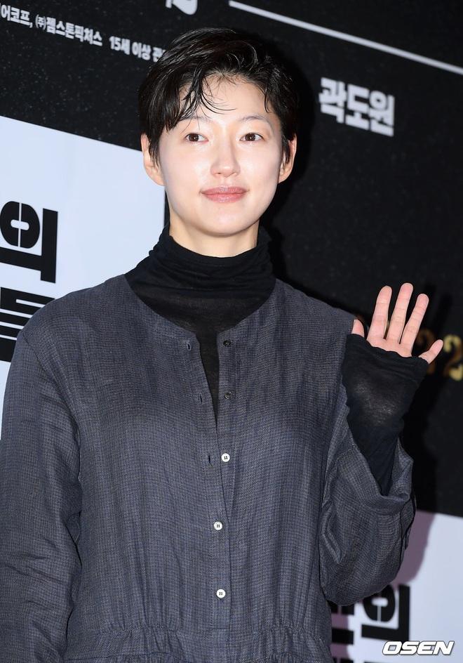 Lee Byung Hun bê cả nửa Kbiz lên thảm đỏ: Mỹ nhân Vườn sao băng đọ sắc với Kim So Hyun, Bi Rain đụng độ dàn nam thần - ảnh 23