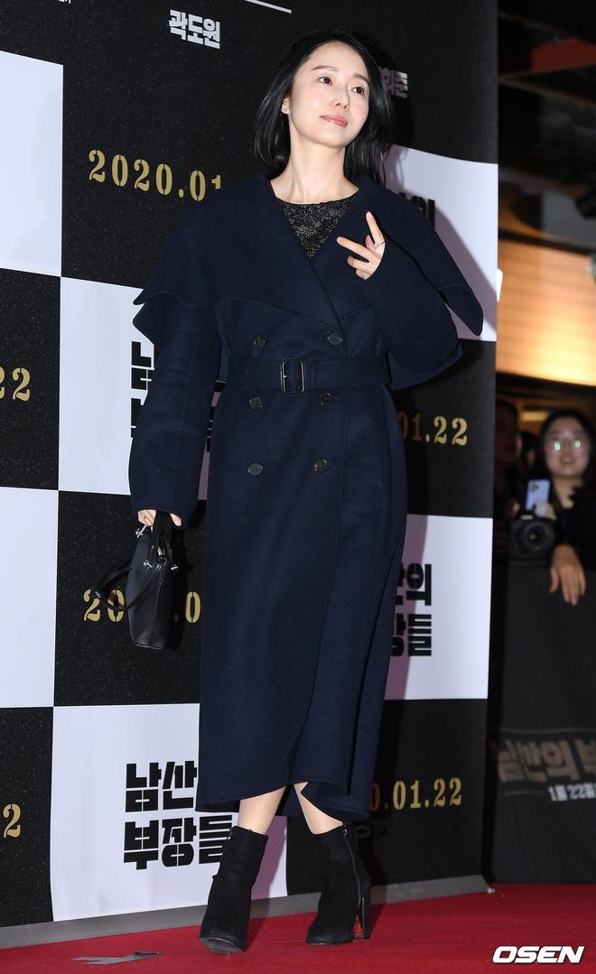Lee Byung Hun bê cả nửa Kbiz lên thảm đỏ: Mỹ nhân Vườn sao băng đọ sắc với Kim So Hyun, Bi Rain đụng độ dàn nam thần - ảnh 27