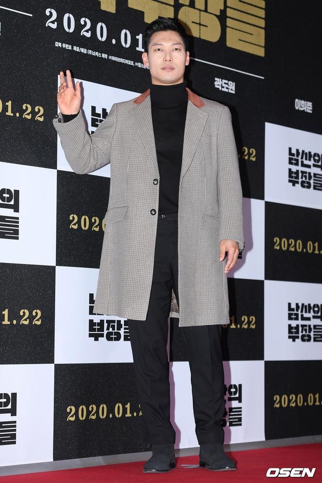 Lee Byung Hun bê cả nửa Kbiz lên thảm đỏ: Mỹ nhân Vườn sao băng đọ sắc với Kim So Hyun, Bi Rain đụng độ dàn nam thần - ảnh 28