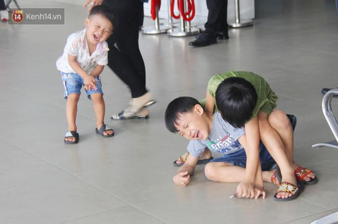 Người dân ùn ùn rời Sài Gòn về miền Tây ăn Tết khiến bến xe chật cứng, nhiều người ngủ gục trước giờ ra xe - ảnh 11