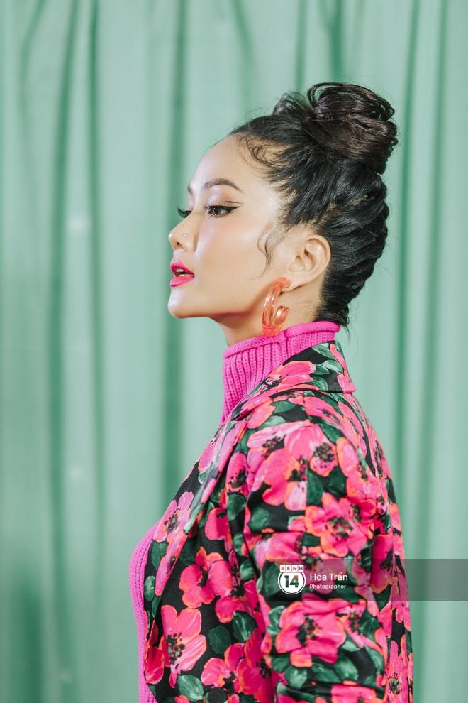 H'Hen Niê bối rối vì phải chọn giữa Sơn Tùng M-TP & Đen Vâu, xấu hổ khi xem lại hình ảnh thời Next Top Model - ảnh 6