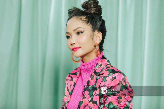 H'Hen Niê bối rối vì phải chọn giữa Sơn Tùng M-TP & Đen Vâu, xấu hổ khi xem lại hình ảnh thời Next Top Model - ảnh 13