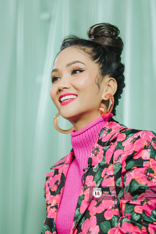 H'Hen Niê bối rối vì phải chọn giữa Sơn Tùng M-TP & Đen Vâu, xấu hổ khi xem lại hình ảnh thời Next Top Model - ảnh 14