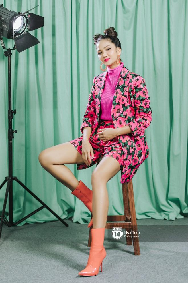 H'Hen Niê bối rối vì phải chọn giữa Sơn Tùng M-TP & Đen Vâu, xấu hổ khi xem lại hình ảnh thời Next Top Model - ảnh 2