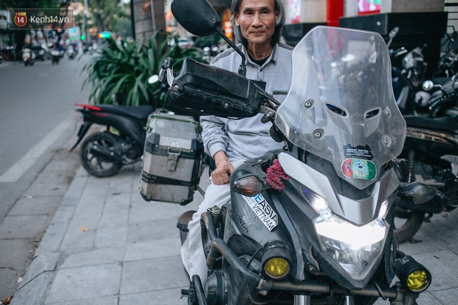 Đầu xuân, gặp cụ ông 66 tuổi đi xe máy qua 39 quốc gia, 40 vùng lãnh thổ: Vì tôi mơ mộng về cái thời trai trẻ mà tất cả chúng ta ai cũng từng có - ảnh 1