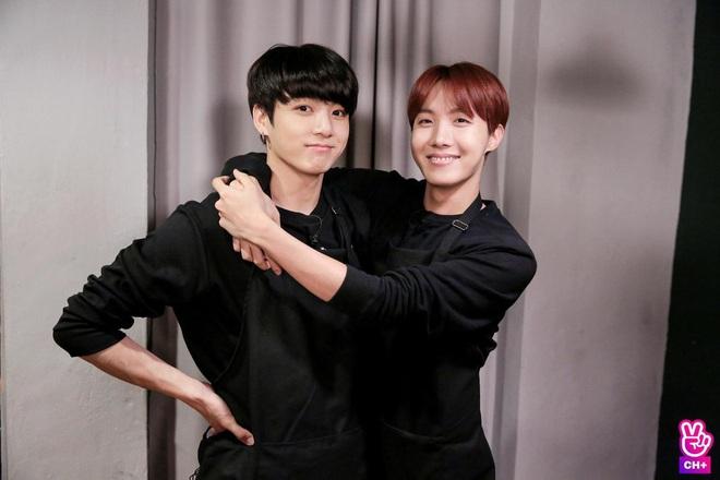 Thương nhau lắm cắn nhau đau, j-hope (BTS) từng nổi giận với cậu út Jungkook chỉ vì... một trái chuối - ảnh 5